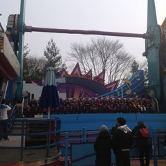Photo taken at 에버랜드 더블락스핀 / Double Rock Spin by Jeong-jin N. on 1/20/2013