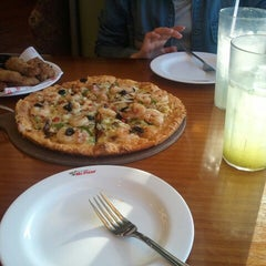 Photo taken at 미스터피자 (Mr.Pizza) by Min Jin L. on 3/18/2013