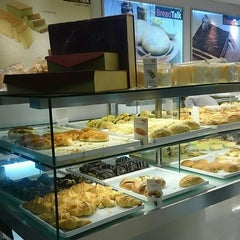 Photo taken at BreadTalk by Agung R. on 5/26/2014