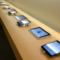 Photo taken at Apple Store, Beverly Center by Felipe D. on 1/24/2013