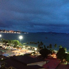 Photo taken at Pattaya Discovery Beach Hotel (D-Beach) by Светлана on 7/19/2013
