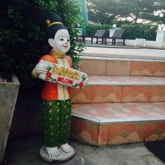 Photo taken at The Great Residence (เดอะ เกรท เรสซิเดนซ์) by farm ต. on 12/6/2013