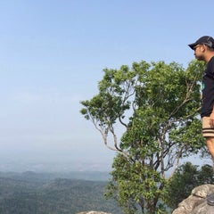 Photo taken at อุทยานแห่งชาติภูหินร่องกล้า (Phu Hin Rong Kla National Park) by Worachet T. on 4/6/2015