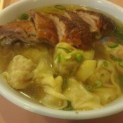 Photo taken at 102 Noodles Town 永旺飯店 by Francois D. on 5/5/2013