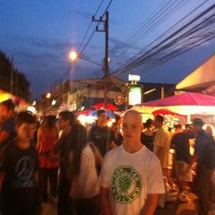 Photo taken at ถนนคนเดินวัวลาย (Wualai Saturday Nightmarket) by Love V. on 9/29/2012