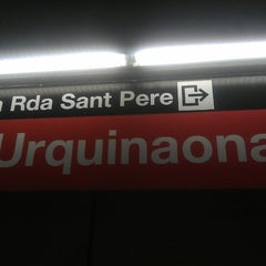 Photo taken at METRO Urquinaona by Nuria M. on 10/30/2012
