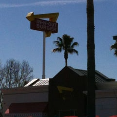 Photo taken at In-N-Out Burger by Eoin L. on 2/25/2013
