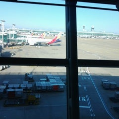 Photo taken at Asiana Airlines Business Lounge by Dick S. on 11/18/2012