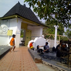 Photo taken at Makam Sunan Kalijaga by feby m. on 3/30/2013