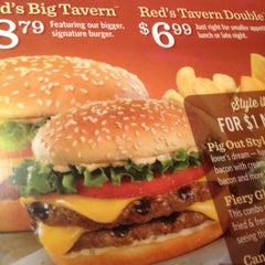 Photo taken at Red Robin Gourmet Burgers by Tracy E. on 1/12/2013