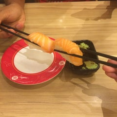 Photo taken at Sakae Sushi by Azni I. on 7/5/2015