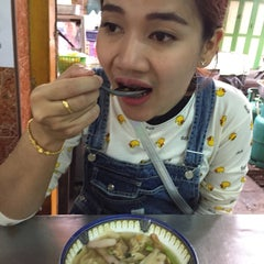 Photo taken at รุ่งเรือง (Rung Rueng) by Ann T. on 12/28/2014