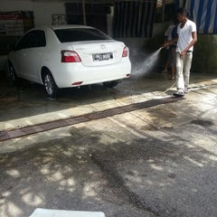 Photo taken at Siakap car wash by Eanna K. on 6/15/2013