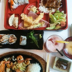 Photo taken at Urban Sushi by Sharon F. on 10/8/2014