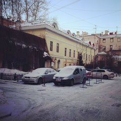 Photo taken at Культурный центр «Покровские ворота» by Philip N. on 3/2/2013