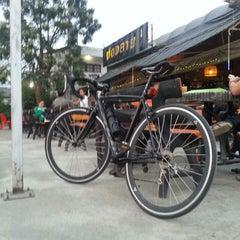 Photo taken at น่องลาย จุ่มแซ่บ, ซอยนวลจันทร์ by Pak V. on 12/30/2013