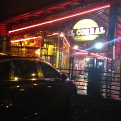 Photo taken at Hamburguesas El Corral by Dalia Z. on 5/7/2013