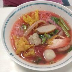 Photo taken at ศูนย์อาหารรามาธิบดี (Rama Food Center) by Nisita K. on 11/10/2012