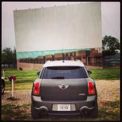 Photo taken at Galaxy Drive In Theatre by Carolina W. on 5/24/2013