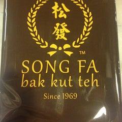 Photo taken at Song Fa Bak Kut Teh 松发肉骨茶 by Timothy P. on 3/30/2013
