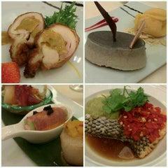 Photo taken at Lai Po Heen at Mandarin Oriental, Kuala Lumpur by Jonathan C. on 7/4/2015