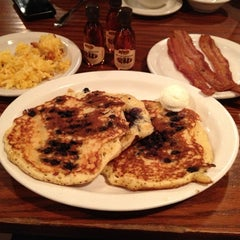 Photo taken at Cracker Barrel Old Country Store by Kelli H. on 11/21/2012