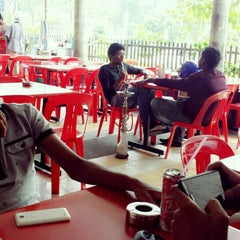 Photo taken at Restoran Nasi Kandar Istimewa by Faez M. on 10/7/2015