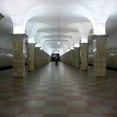 Photo taken at Метро Кропоткинская (metro Kropotkinskaya) by Fоursquаrе по-русски on 10/29/2012