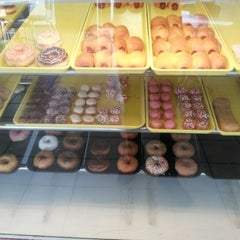 Photo taken at Sonny Donuts by Kirby 👉💔👈 on 11/8/2012