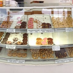 Photo taken at Snowflake Donuts by Ron d. on 11/23/2012