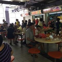 Photo taken at Hougang 105 Hainanese Village Centre (Lorong Ah Soo Food Centre) by Calvin C. on 10/11/2015