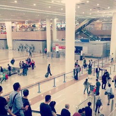 Photo taken at 上海浦东国际机场1号航站楼 T1 Shanghai Pudong Int'l Airport by Stanley X. on 10/19/2012