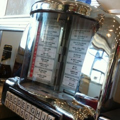 Photo taken at Johnny Rockets by Erika E. on 11/14/2012