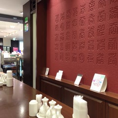 Photo taken at 華正樓 新横浜店 by Vicky F. on 9/9/2014
