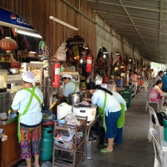 Photo taken at ตลาดคลองสวน 100 ปี (Klong Suan 100-Year-Old Market) by La P. on 12/16/2012