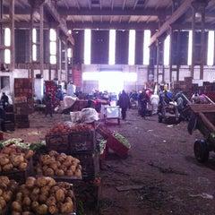 Photo taken at Marché de gros fruits & legumes by Elmehdi B. on 3/31/2013