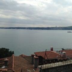 Photo taken at Yeni Mahalle by Sergen S. on 4/11/2013
