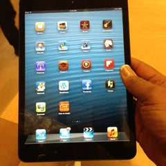 Photo taken at Apple Store, Chandler Fashion Center by Valerie M. on 11/3/2012