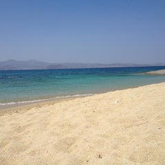 Photo taken at Παραλία Πλάκας (Plaka Beach) by Frank O. on 7/13/2013