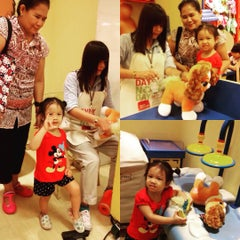 Photo taken at Build-A-Bear Workshop by Phasika P. on 8/15/2015