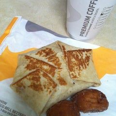 Photo taken at Taco Bell by Meghen 🎀 Tindall on 8/21/2013