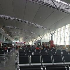 Photo taken at Da Nang International Airport (DAD) Sân bay Quốc tế Đà Nẵng by Béo L. on 8/12/2013