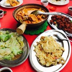 Photo taken at Ah Lye Curry Fish Head by Kern Sheng L. on 1/9/2015