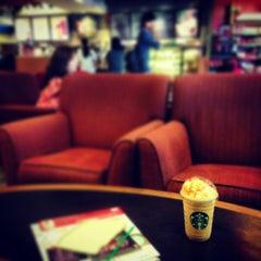 Photo taken at Starbucks (สตาร์บัคส์) by Mee on 12/22/2012