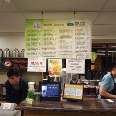 Photo taken at Ten Ren Tea 天仁茗茶 by Andrew T. on 12/8/2014