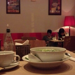 Photo taken at La Place by Dulce R. on 10/28/2012