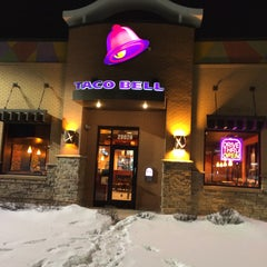 Photo taken at Taco Bell by Daisuke F. on 3/1/2015