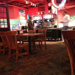 Photo taken at Fuddruckers by Jasper R. on 10/6/2012