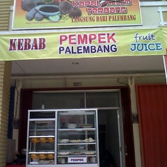 Photo taken at Pempek Palembang KAPAL TERBANG® by U-d1th'S on 4/27/2013