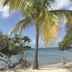 Photo taken at Sapphire Beach Marina & Resort Saint Thomas (Virgin Islands U.S.) by Maa🌸 Y. on 6/20/2015